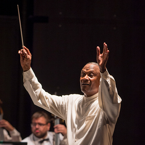 Thomas Wilkins conducts the Grant Park Orchestra in 2016